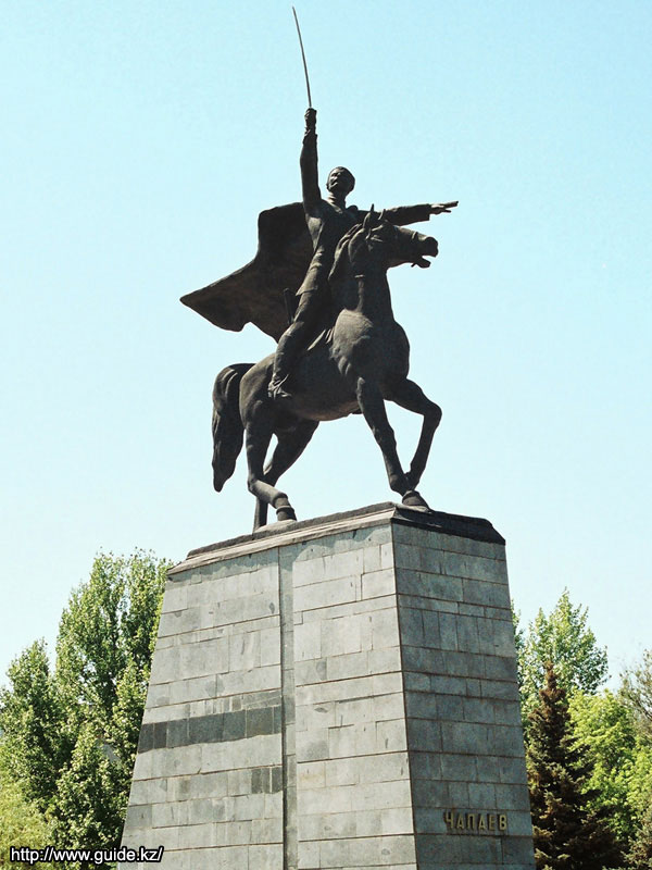 Фото Уральска. Памятник Чапаеву